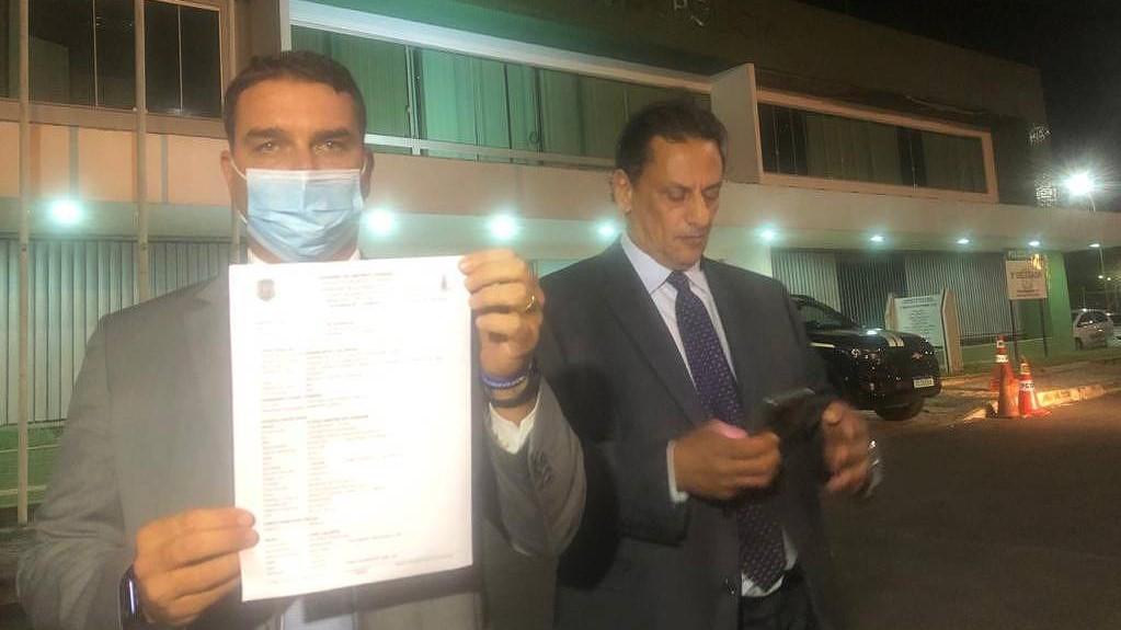 IMAGEM: Após ser alvo do MP do DF, Flávio Bolsonaro registra boletim de ocorrência por denunciação caluniosa