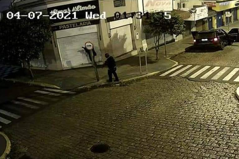 IMAGEM: Grupo explode agências no interior de São Paulo e foge em carros importados