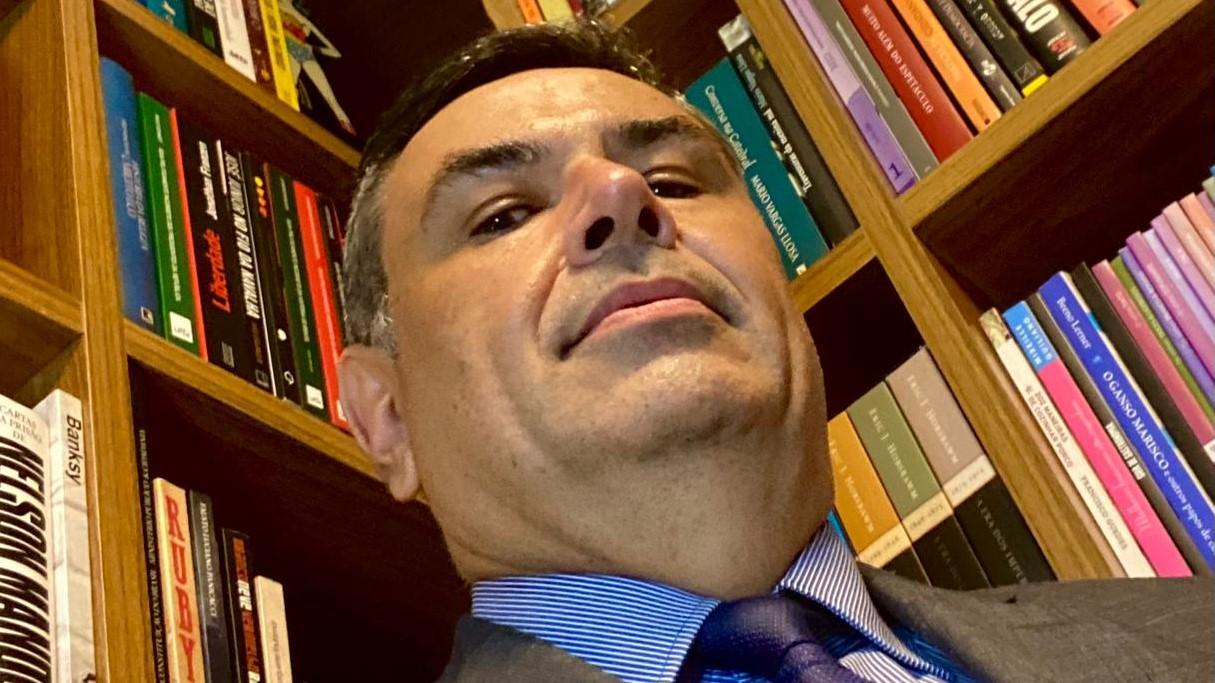 """IMAGEM: """"Existe clareza do crime de responsabilidade do Bolsonaro"""", diz Roberto Livianu"""