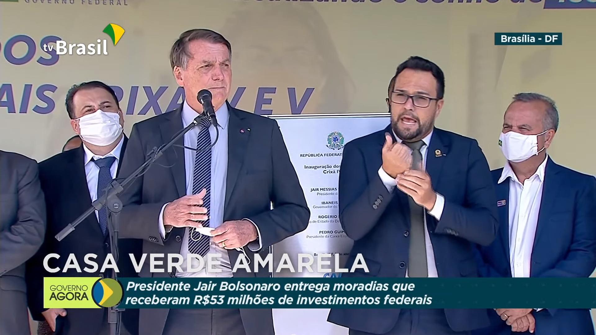 IMAGEM: Após 9 mortes por cloroquina, Bolsonaro volta a defender 'liberdade total' dos médicos