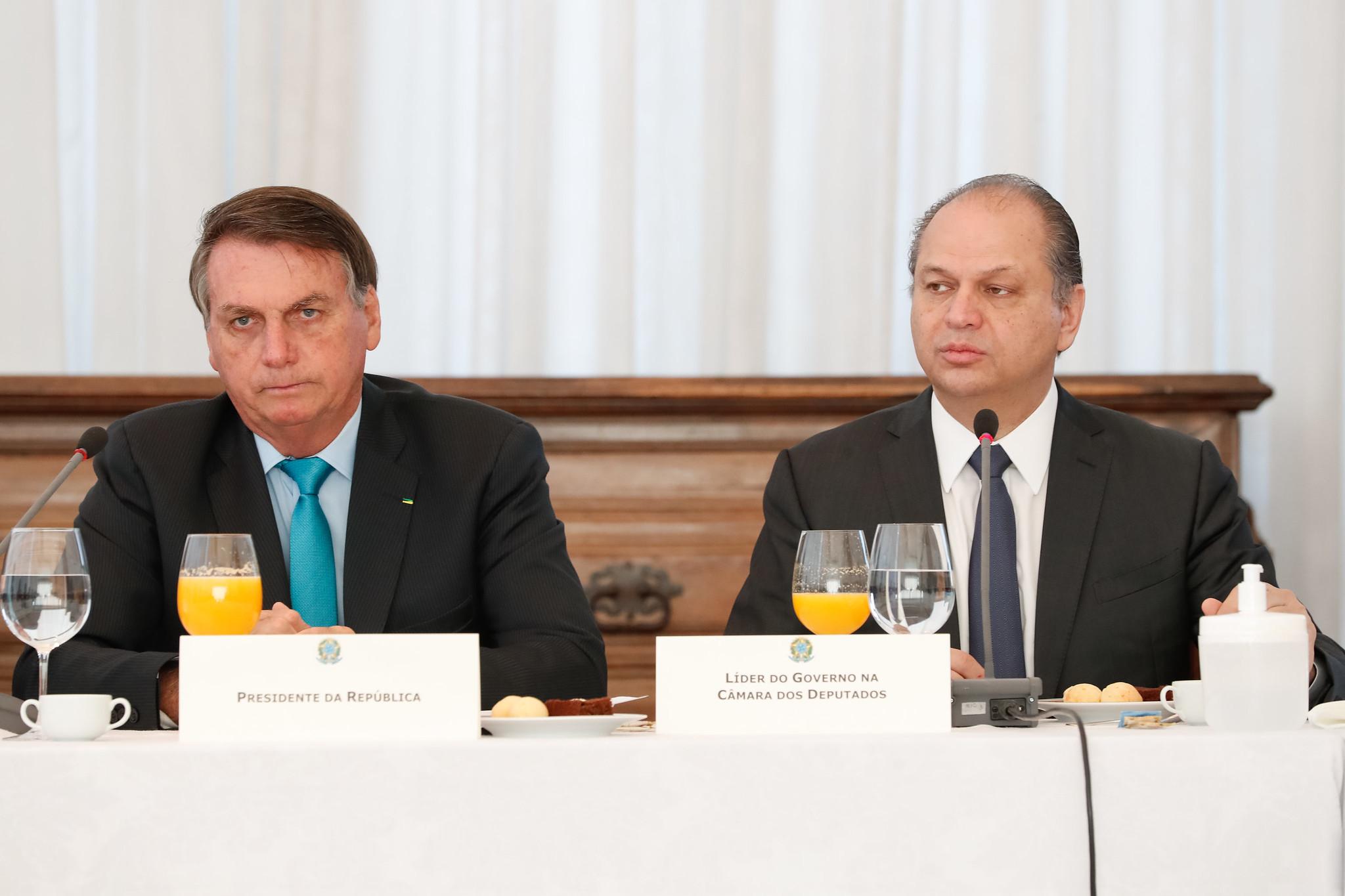 IMAGEM: Barros manda, Bolsonaro obedece