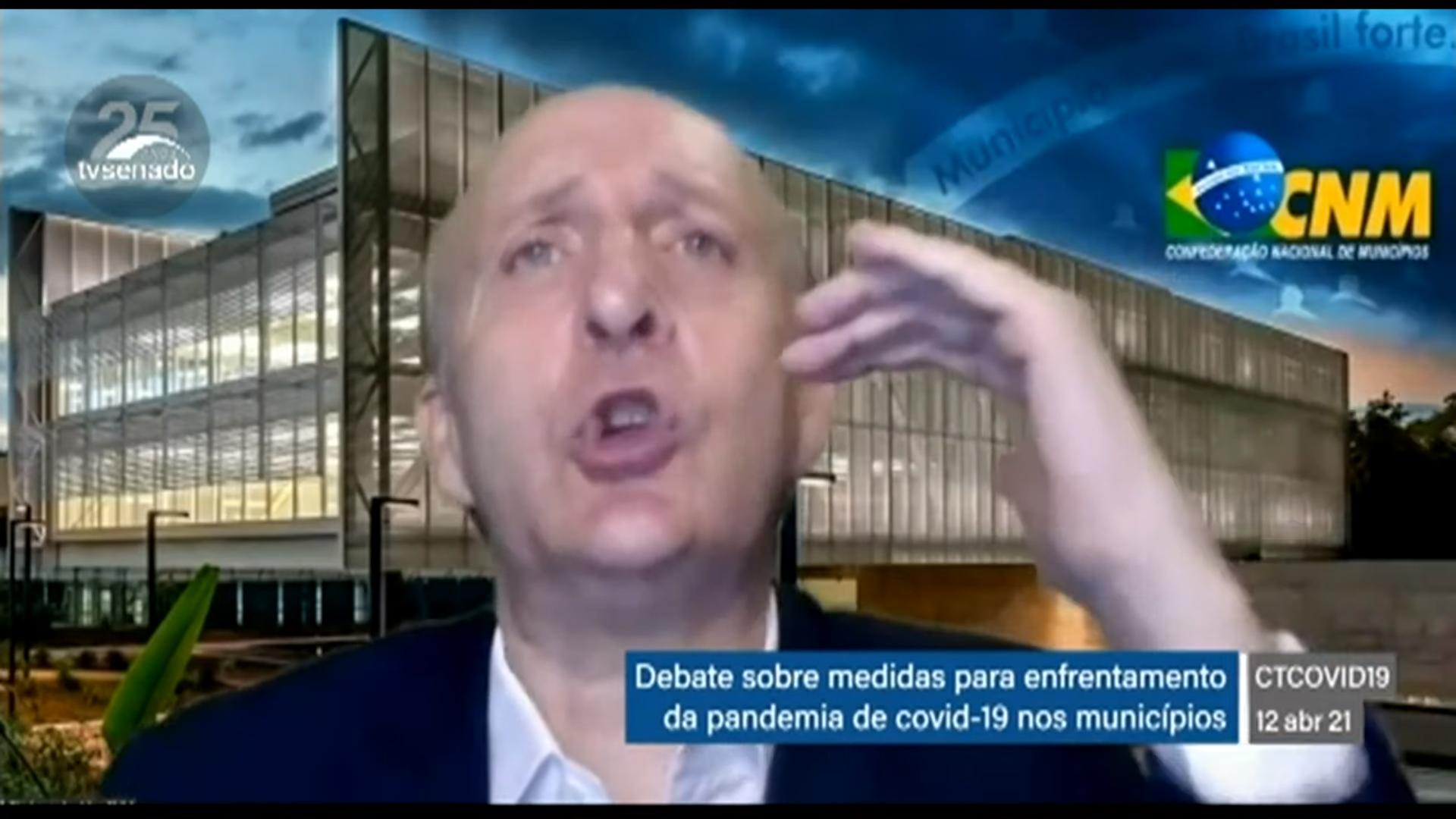"""IMAGEM: """"Não existe estoque de vacinas nos municípios"""", diz líder de prefeitos"""
