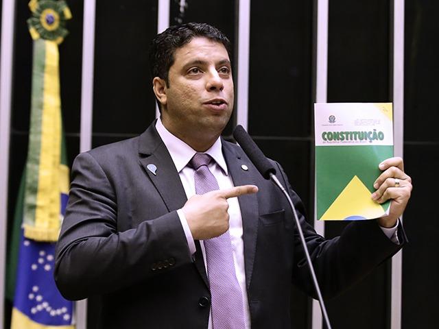 IMAGEM: Líder do Podemos pede recriação das forças-tarefa da Lava Jato