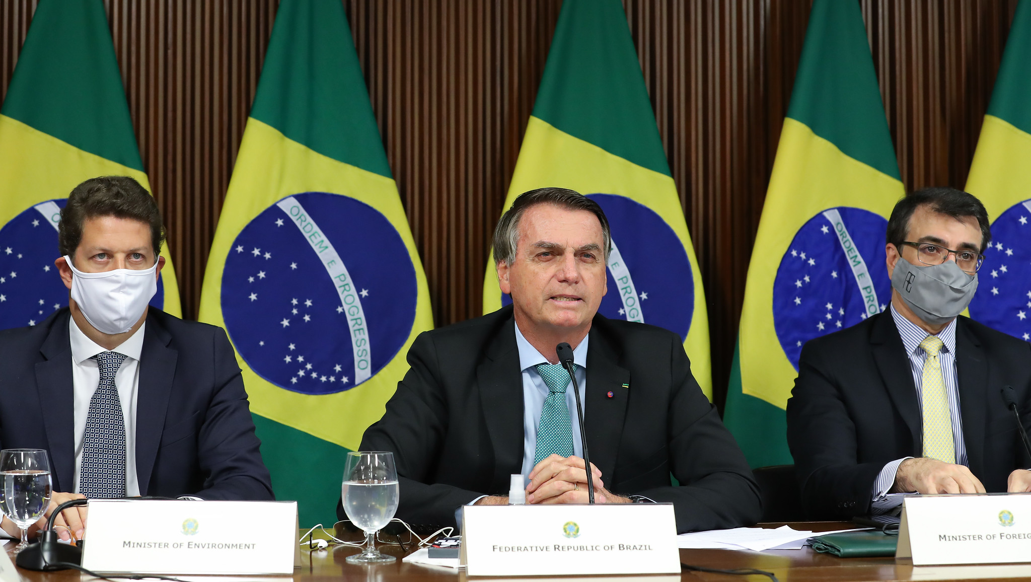 IMAGEM: Quem é Bolsonaro na fila do clima?