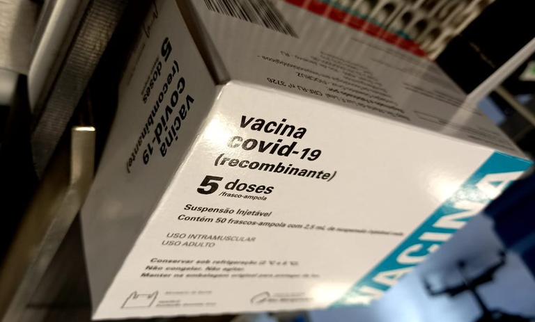 IMAGEM: União Europeia processa AstraZeneca por atraso em entrega de vacinas
