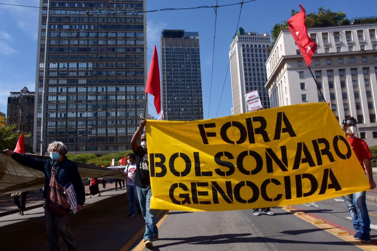 IMAGEM: Lula e Bolsonaro nas ruas (e a terceira via em casa)