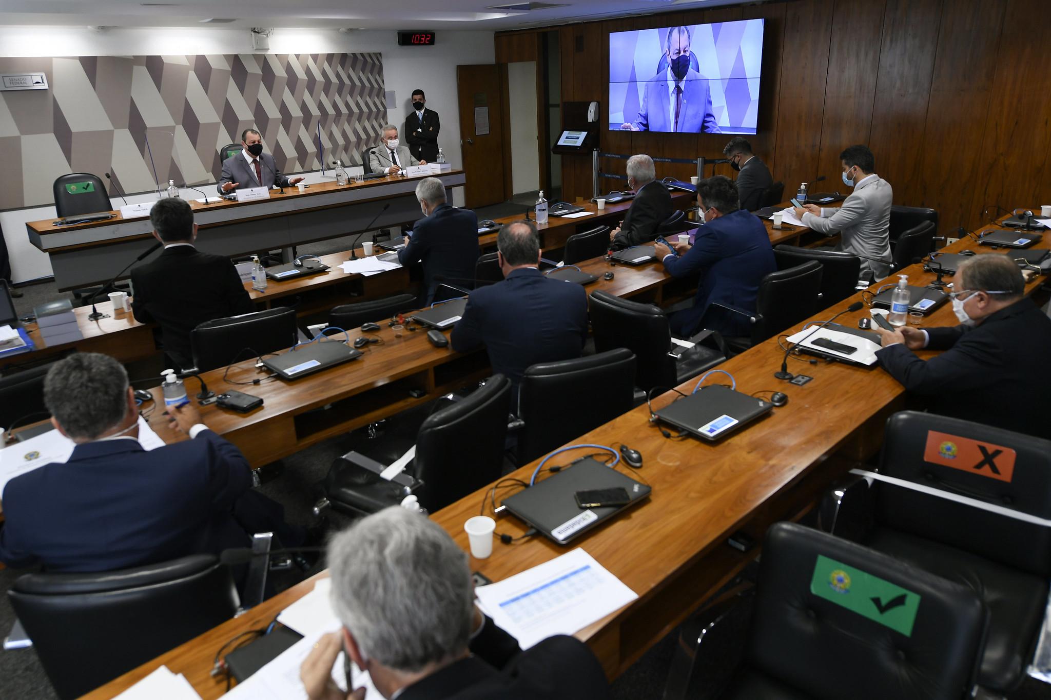 IMAGEM: Termina depoimento de ex-CEO da Pfizer na CPI; Ernesto Araújo é o próximo a depor