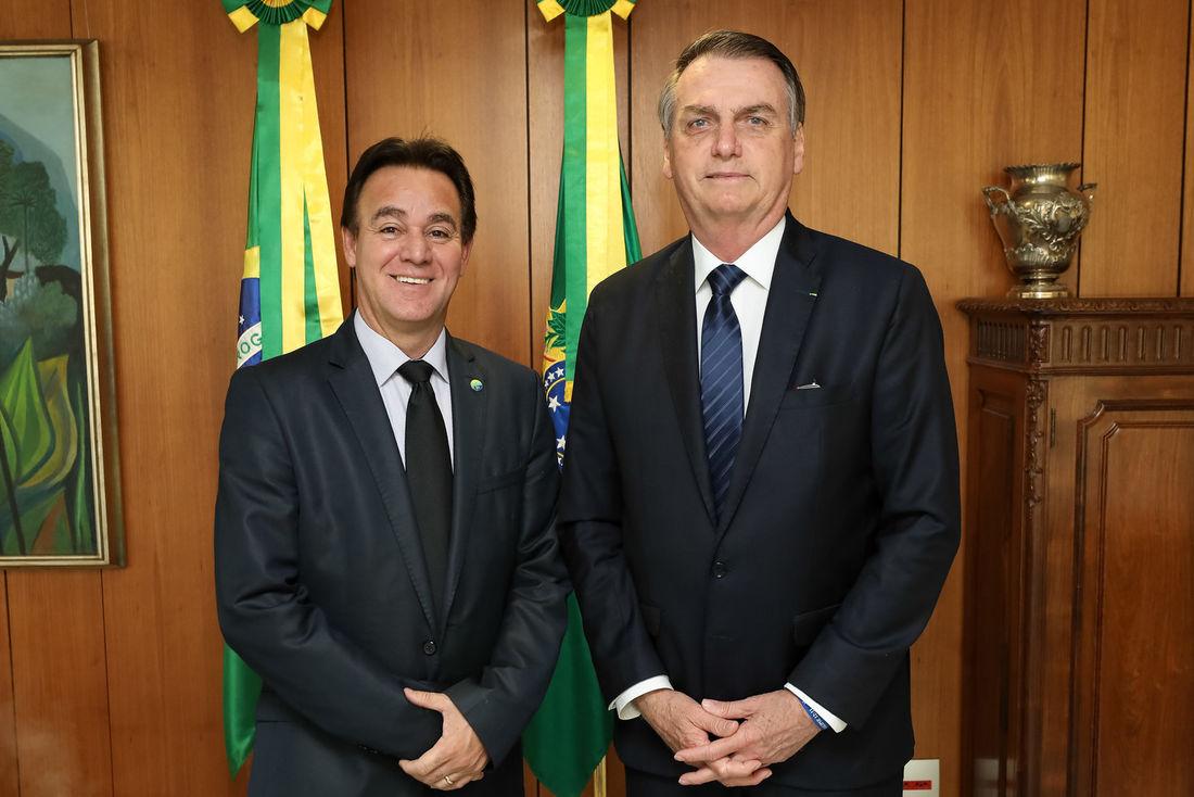IMAGEM: Com Bolsonaro à espera, presidente e vice do Patriota 'guerreiam'