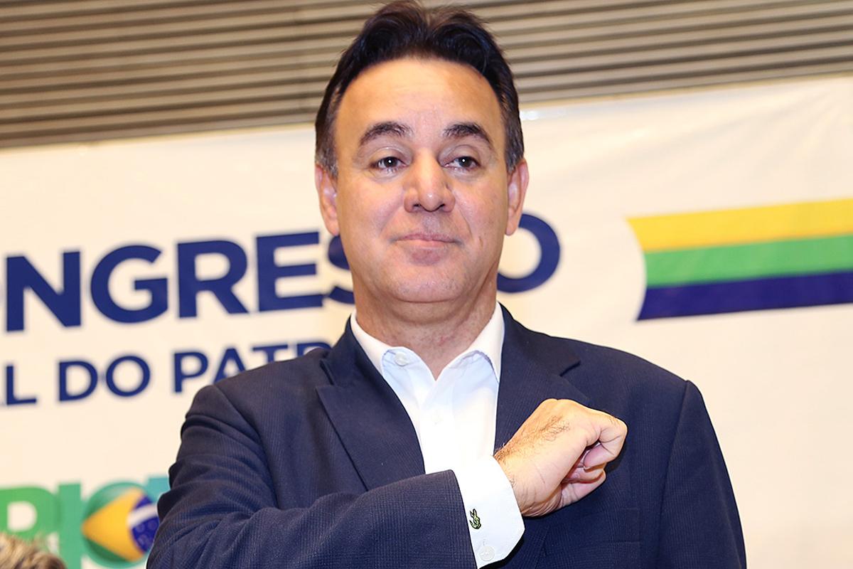 IMAGEM: Em nova convenção, presidente do Patriota admite interferência de Bolsonaro no partido