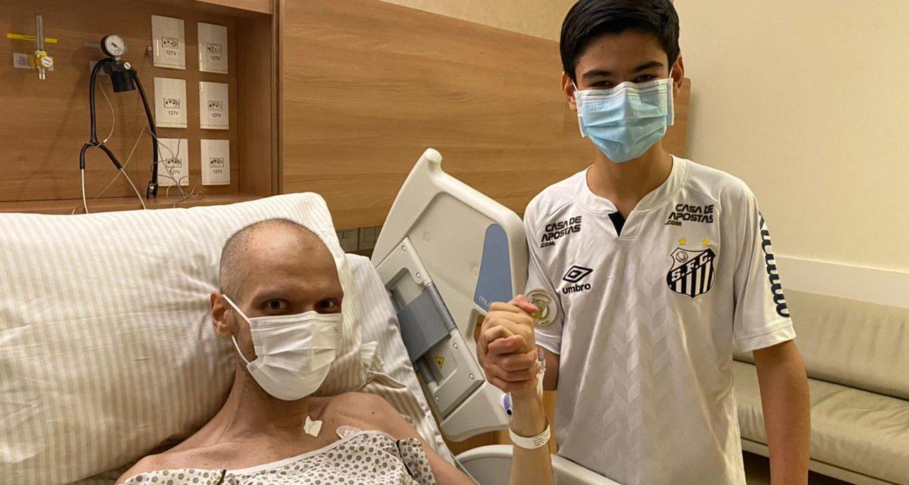 IMAGEM: Com sangramento no estômago, Covas inicia radioterapia
