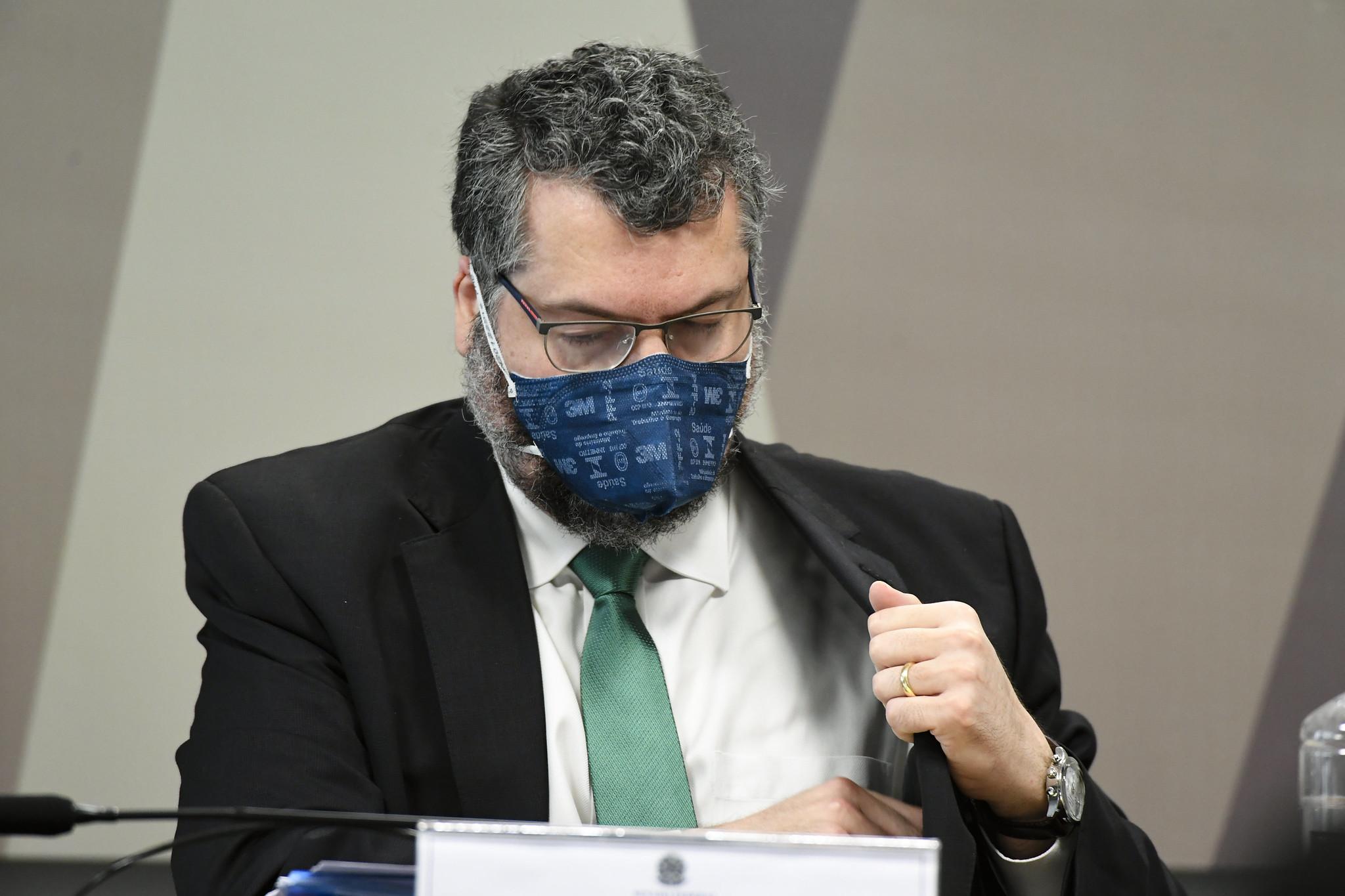 IMAGEM: Moraes nega pedido e mantém quebra de sigilo de Ernesto Araújo