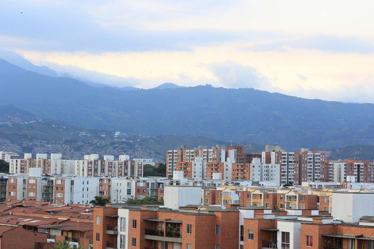 IMAGEM: Cali decreta estado de emergência em meio a protestos na Colômbia