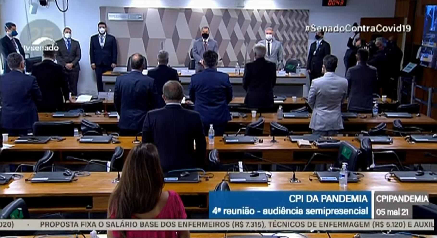 IMAGEM: CPI da Covid faz 1 minuto de silêncio pela morte de Paulo Gustavo