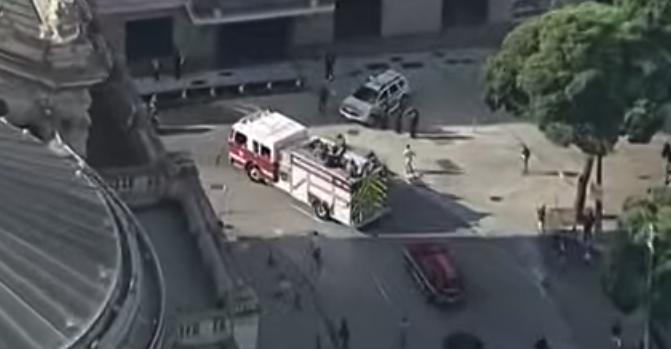 IMAGEM: Corpo de Bruno Covas é levado em cortejo pelas ruas de São Paulo
