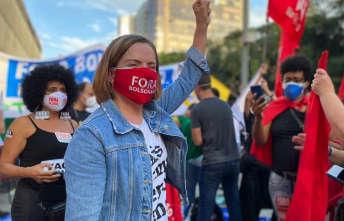IMAGEM: Boulos e Gleisi na aglomeração contra Bolsonaro