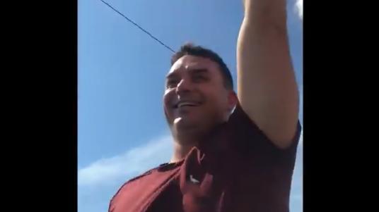 IMAGEM: Em Rondônia, Flávio provoca manifestantes em carreata contra Bolsonaro