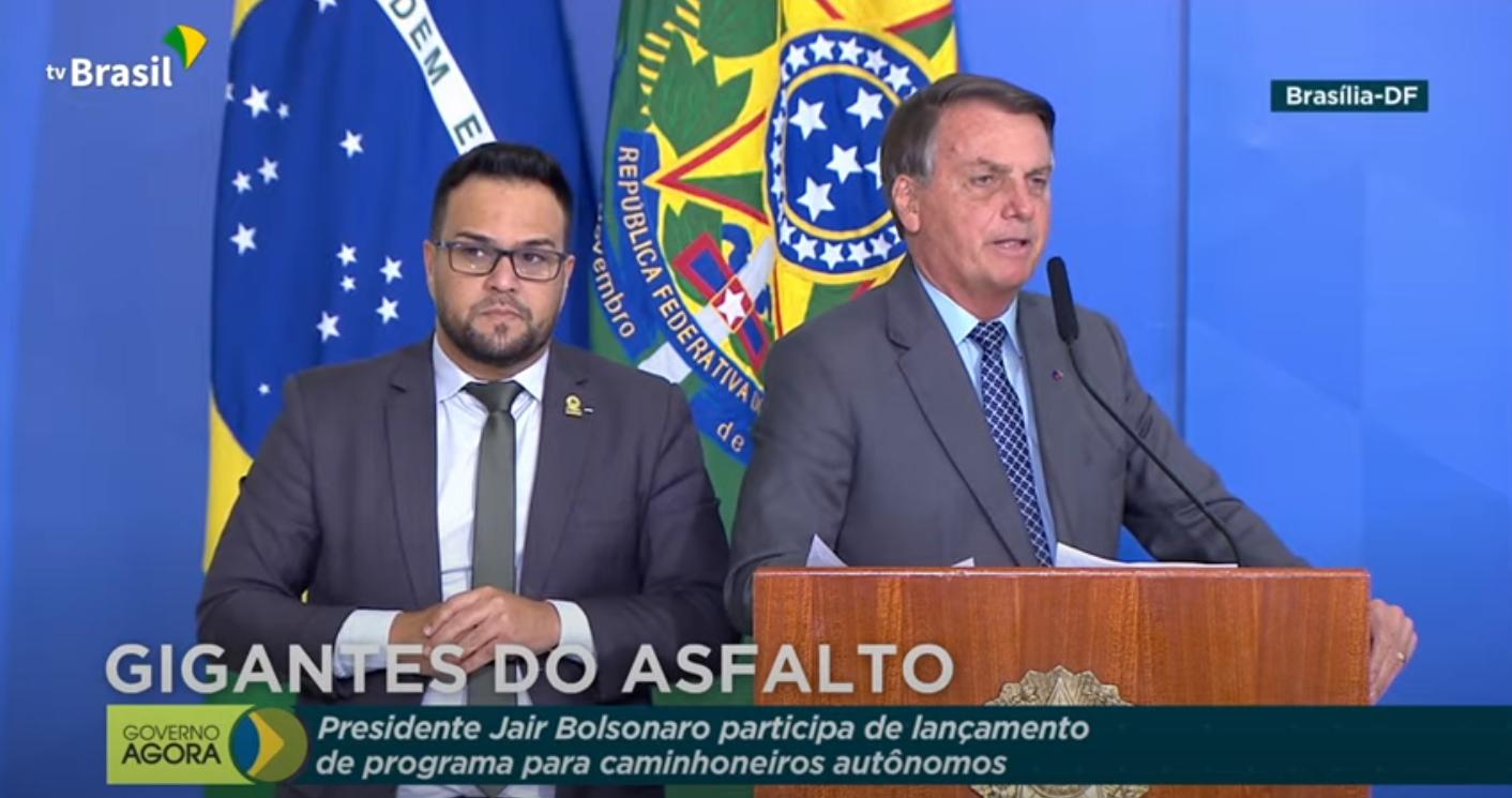 IMAGEM: Bolsonaro elogia ingresso de mulher de Ricardo Barros no conselho da Itaipu
