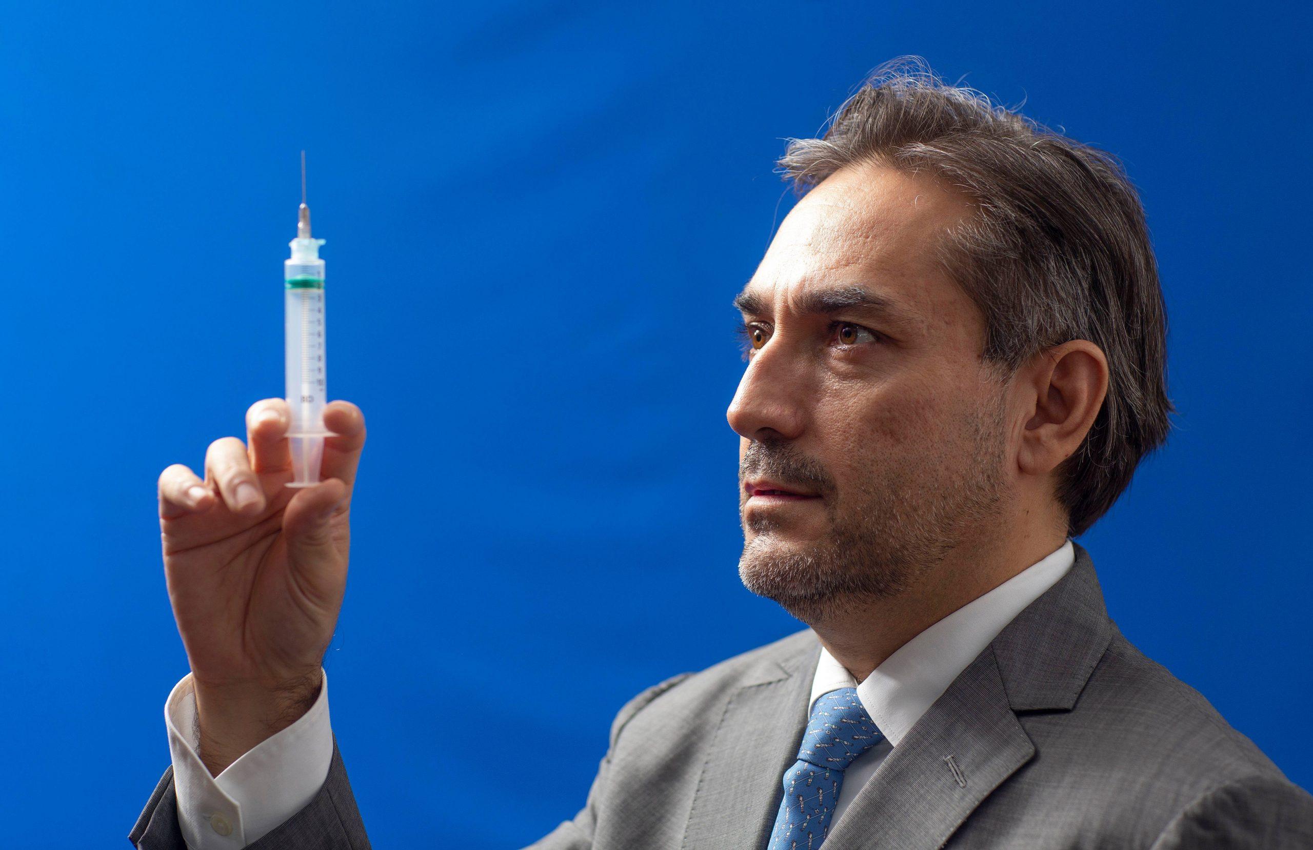 IMAGEM: 14 mil brasileiros podem ter morrido porque Bolsonaro não comprou vacina da Pfizer