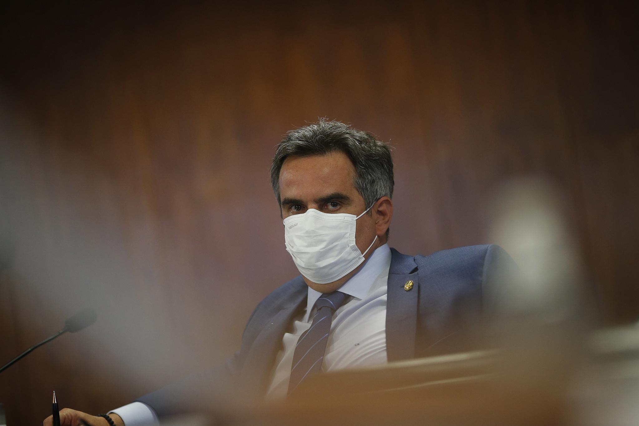 IMAGEM: Em mês de CPI, Ciro Nogueira torra R$ 62,2 mil do cotão para abastecer aviões e alugar carros