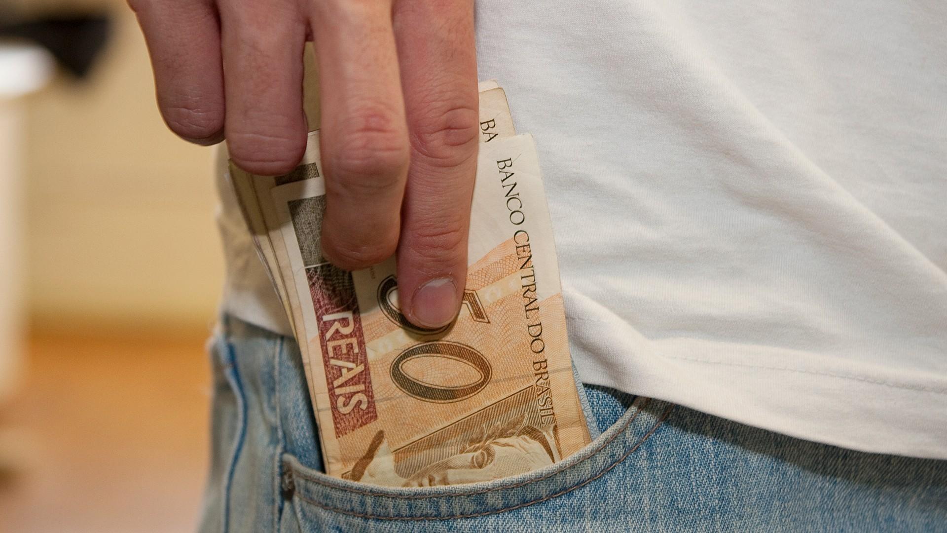 IMAGEM: Endividamento de famílias é o maior da história, diz BC