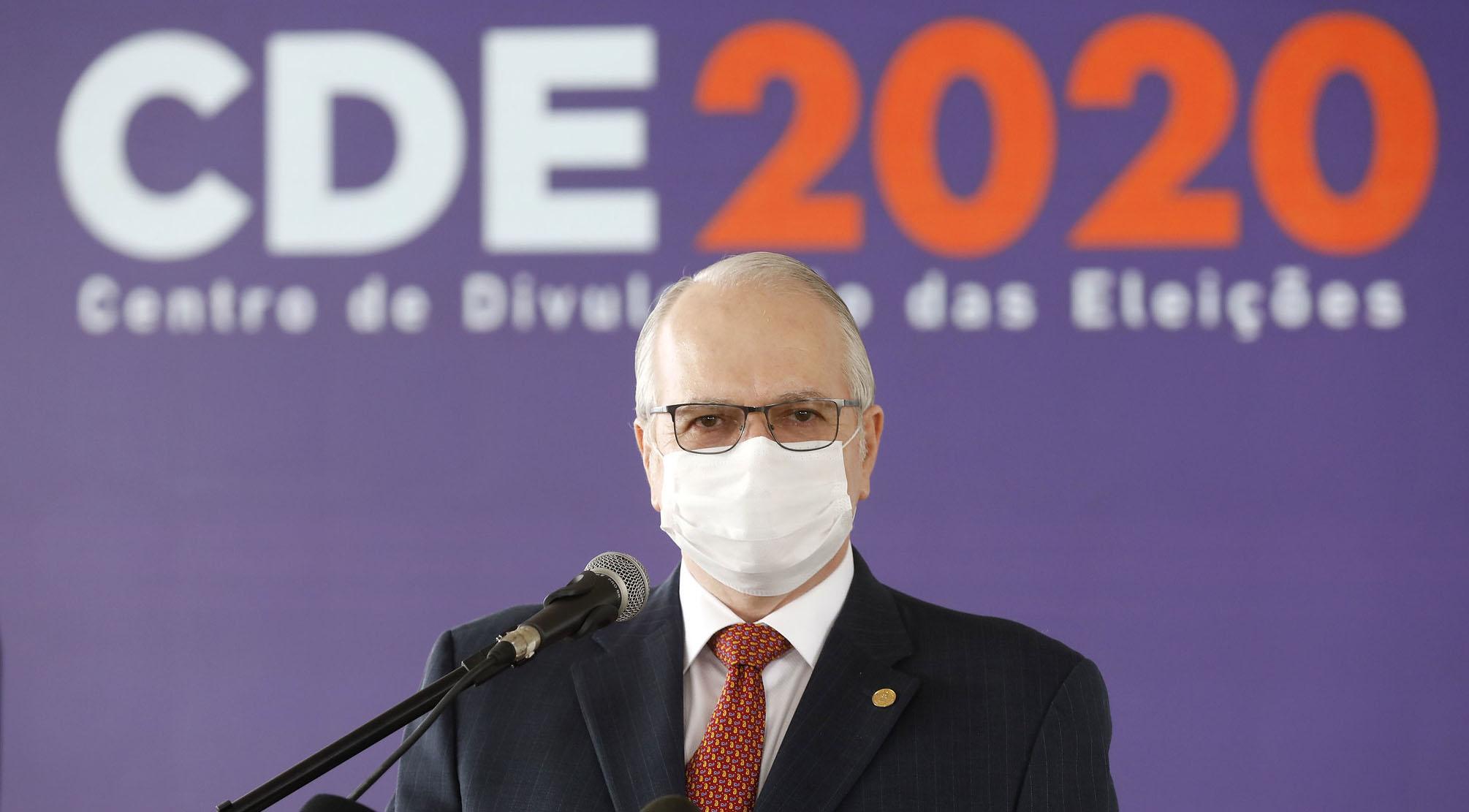 IMAGEM: Fachin libera para julgamento ação do PSDB para obrigar Bolsonaro a usar máscara