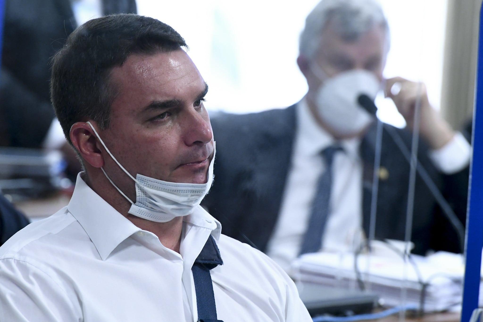 IMAGEM: Justiça Federal impõe derrota a Flávio Bolsonaro