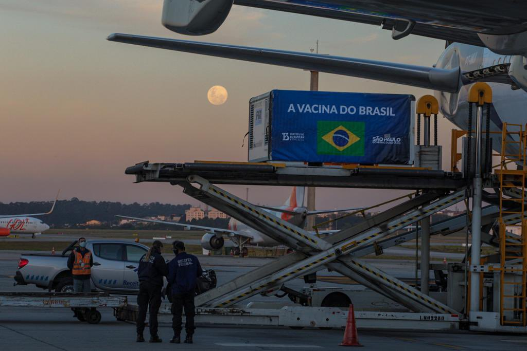 IMAGEM: Insumos enviados pela China para produção de vacina contra Covid são entregues em São Paulo