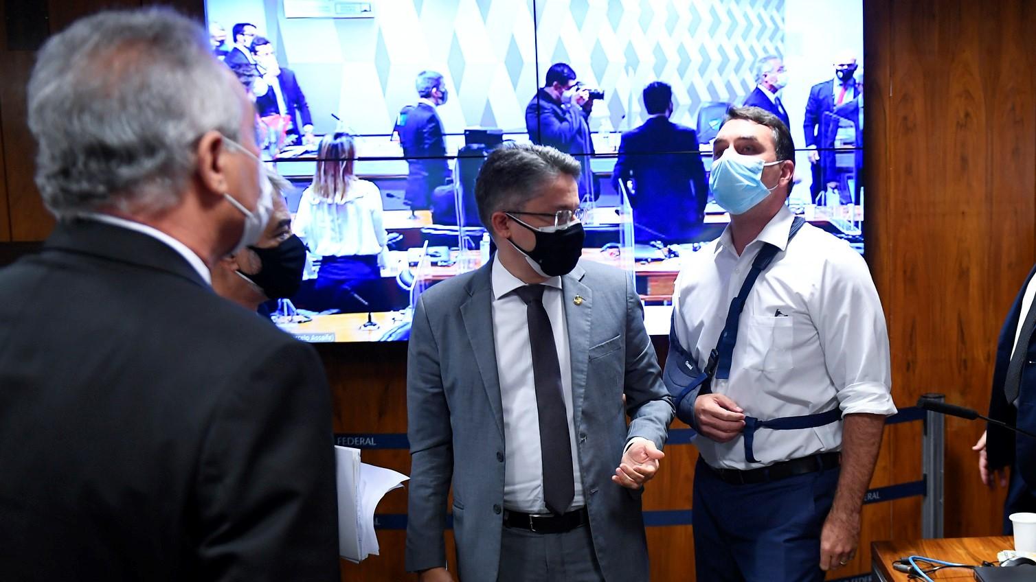 IMAGEM: Flávio pede destituição de Renan da relatoria da CPI e o compara a Deltan