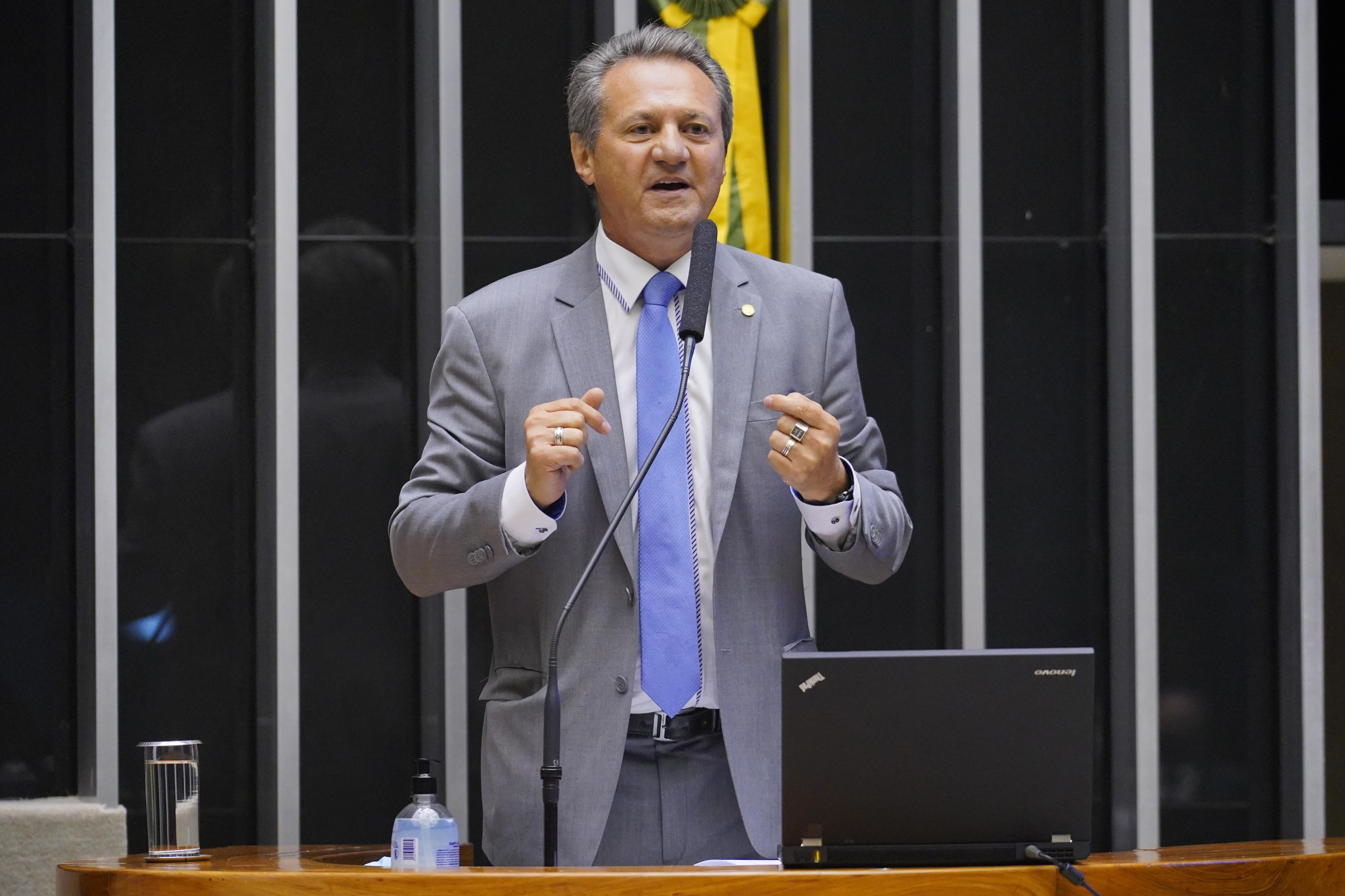 IMAGEM: Médicos repudiam declaração de deputado que associou estado de Covas a uso de máscaras