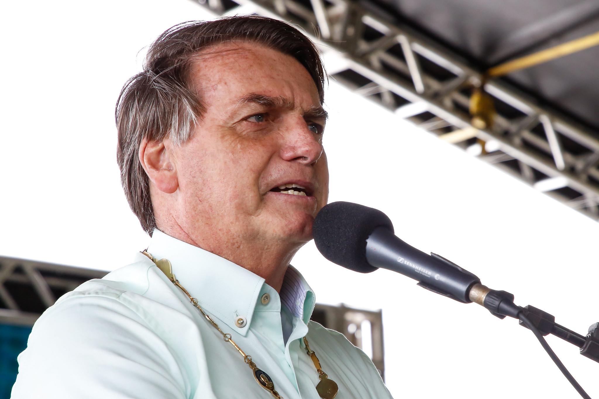 IMAGEM: Bolsonaro tenta manter apoio entre caminhoneiros