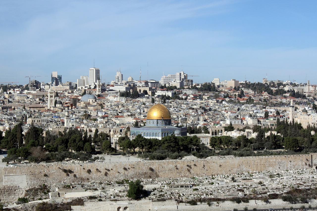 IMAGEM: Polícia e manifestantes voltam a entrar em confronto em Jerusalém