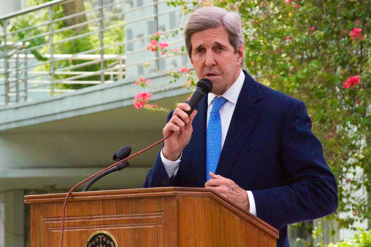 IMAGEM: Amazônia vai 'desaparecer' se EUA não negociarem com Bolsonaro, diz John Kerry