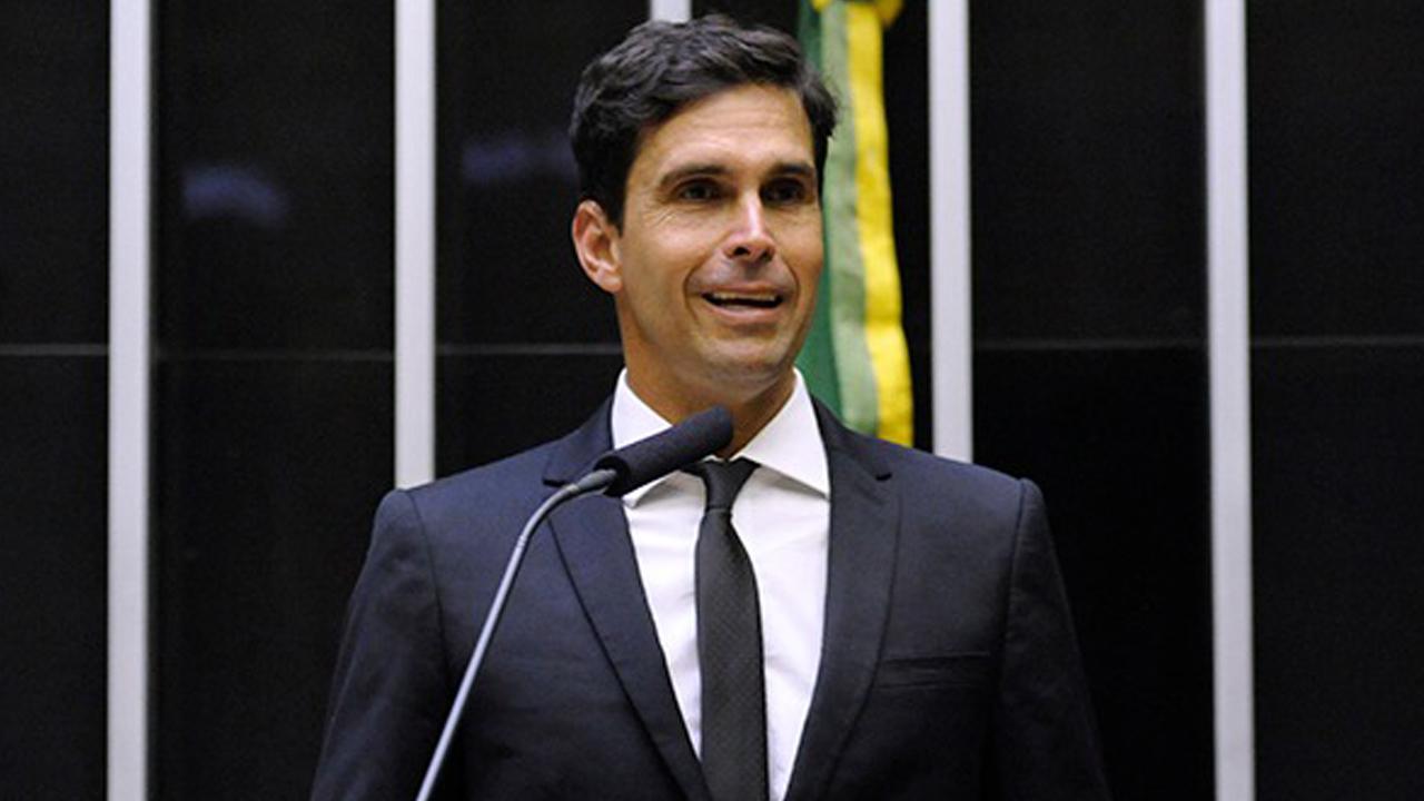 IMAGEM: 'Tudo isso está favorecendo muito o Bolsonaro'