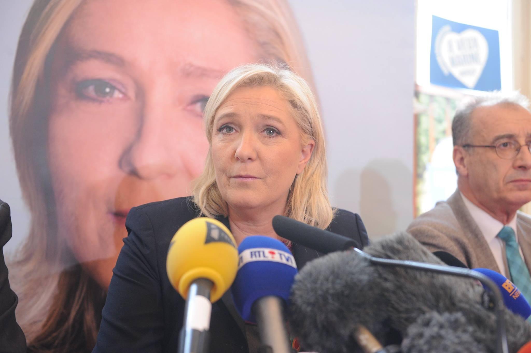 IMAGEM: Também não vai ter golpe na França, bobocas