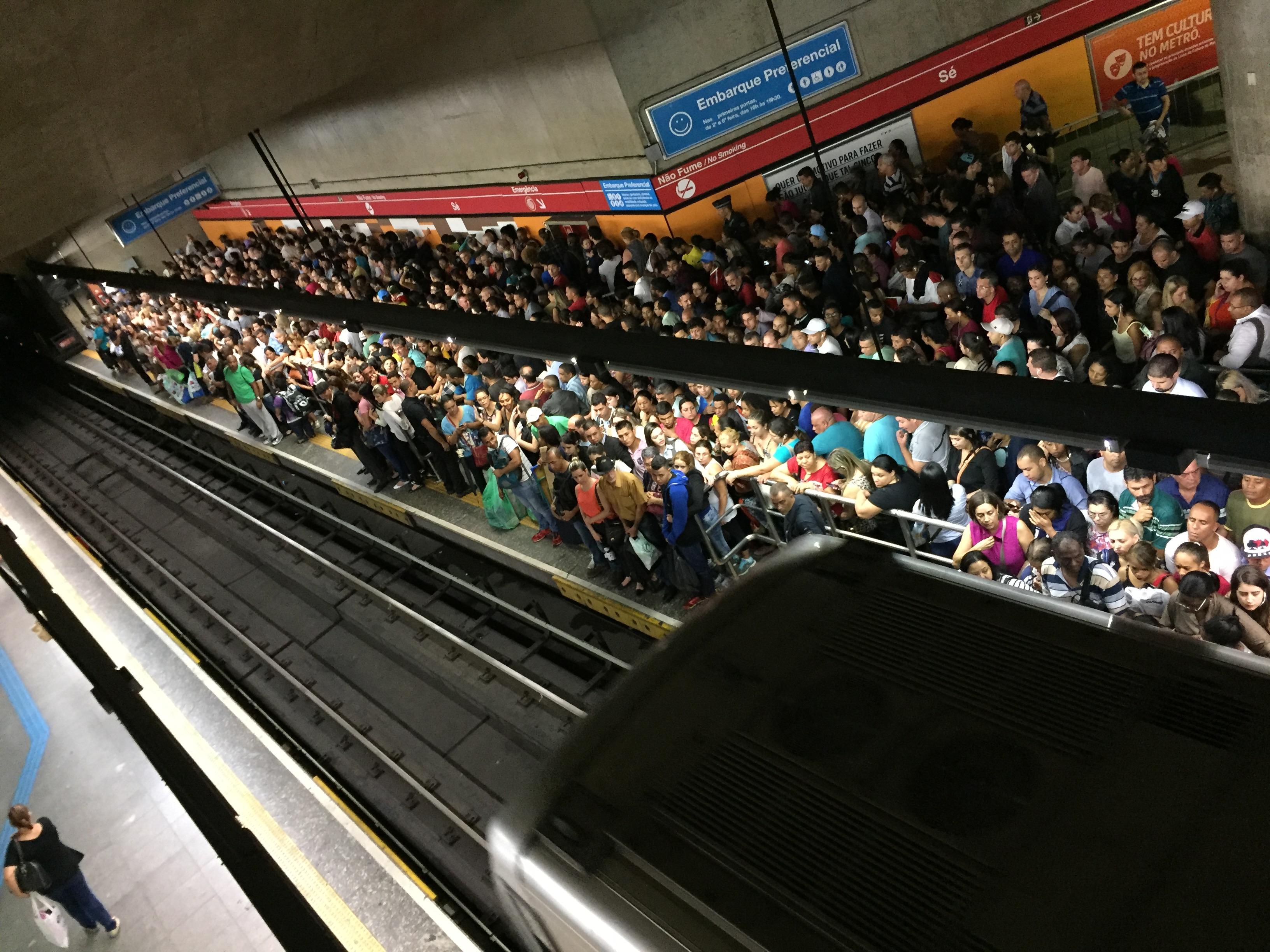 IMAGEM: Metroviários de SP anunciam greve para a meia-noite de quarta