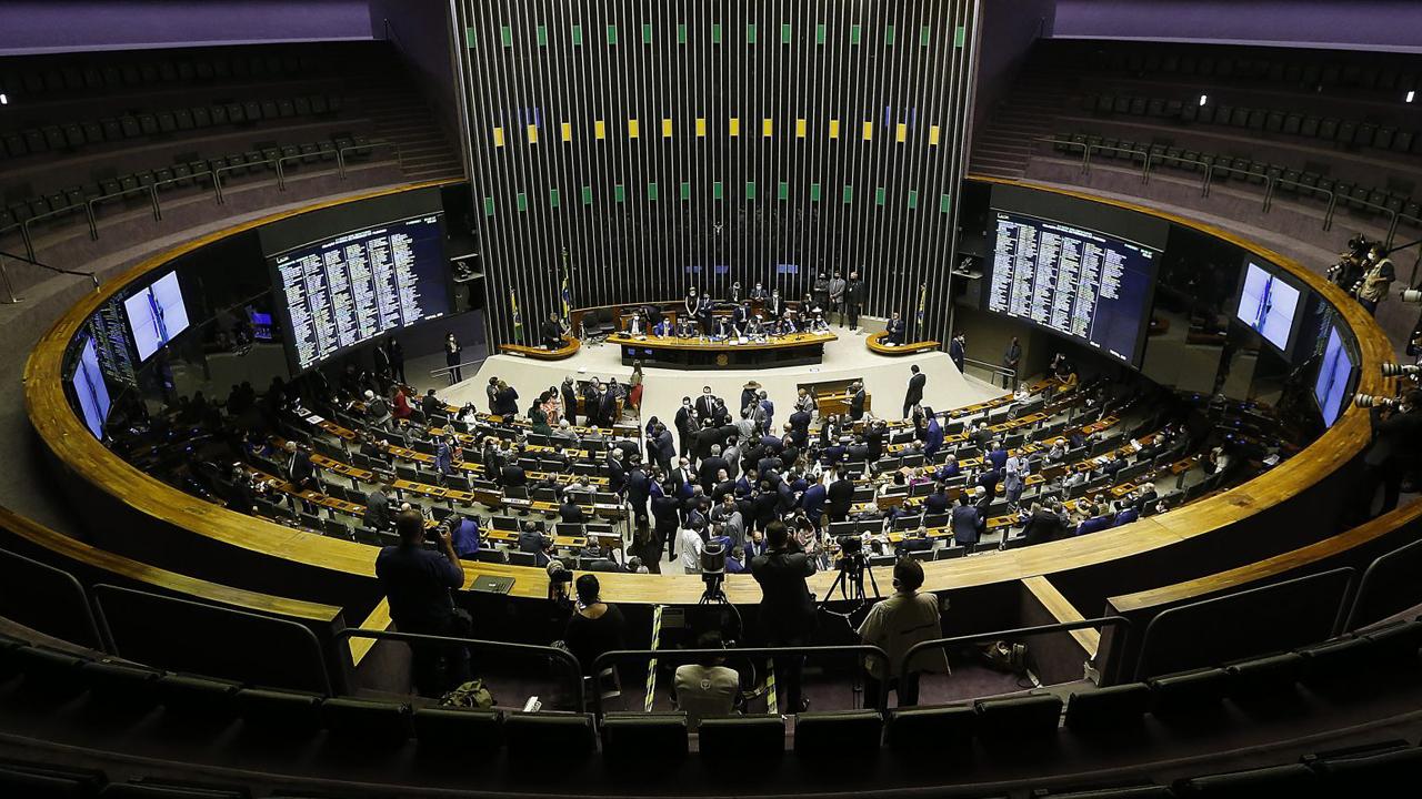 IMAGEM: Com Bolsolão, presidente consegue a façanha de misturar 'pedaladas, petrolão e mensalão'