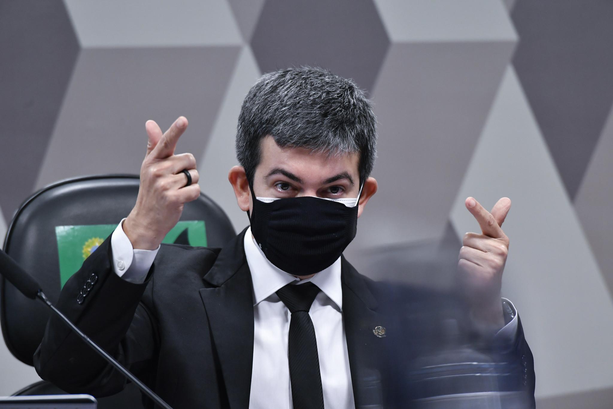 """IMAGEM: Randolfe para Marcos do Val: """"Me respeite, você e as suas milícias"""". Depois, senador se desculpou"""