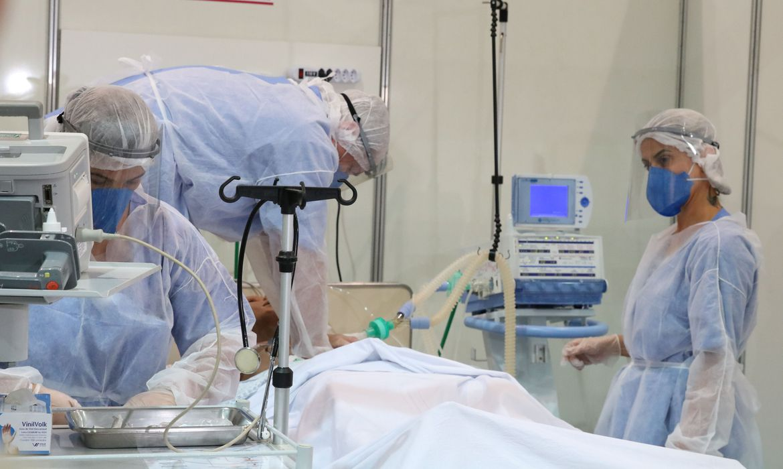 IMAGEM: Brasil registra 1.025 mortes por Covid em 24 horas, diz Conass