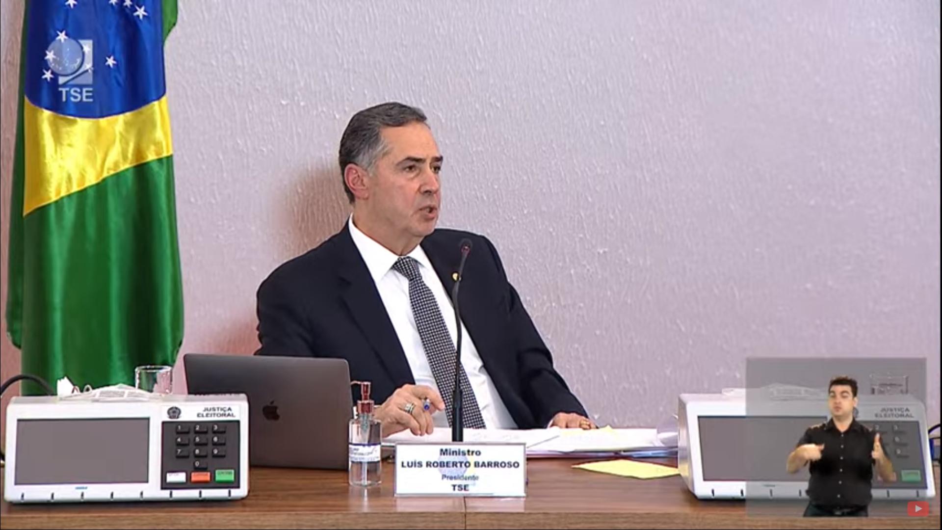 IMAGEM: Barroso diz que não vai polemizar com Bolsonaro e rejeita debate com Bia Kicis sobre voto impresso