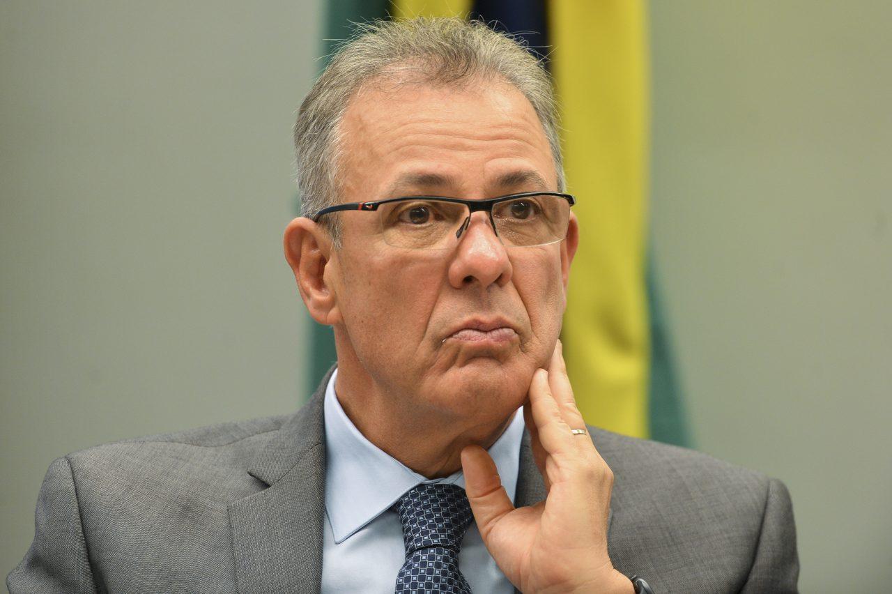 """IMAGEM: Ministro de Minas e Energia diz que crise hídrica é culpa da """"mudança climática"""""""