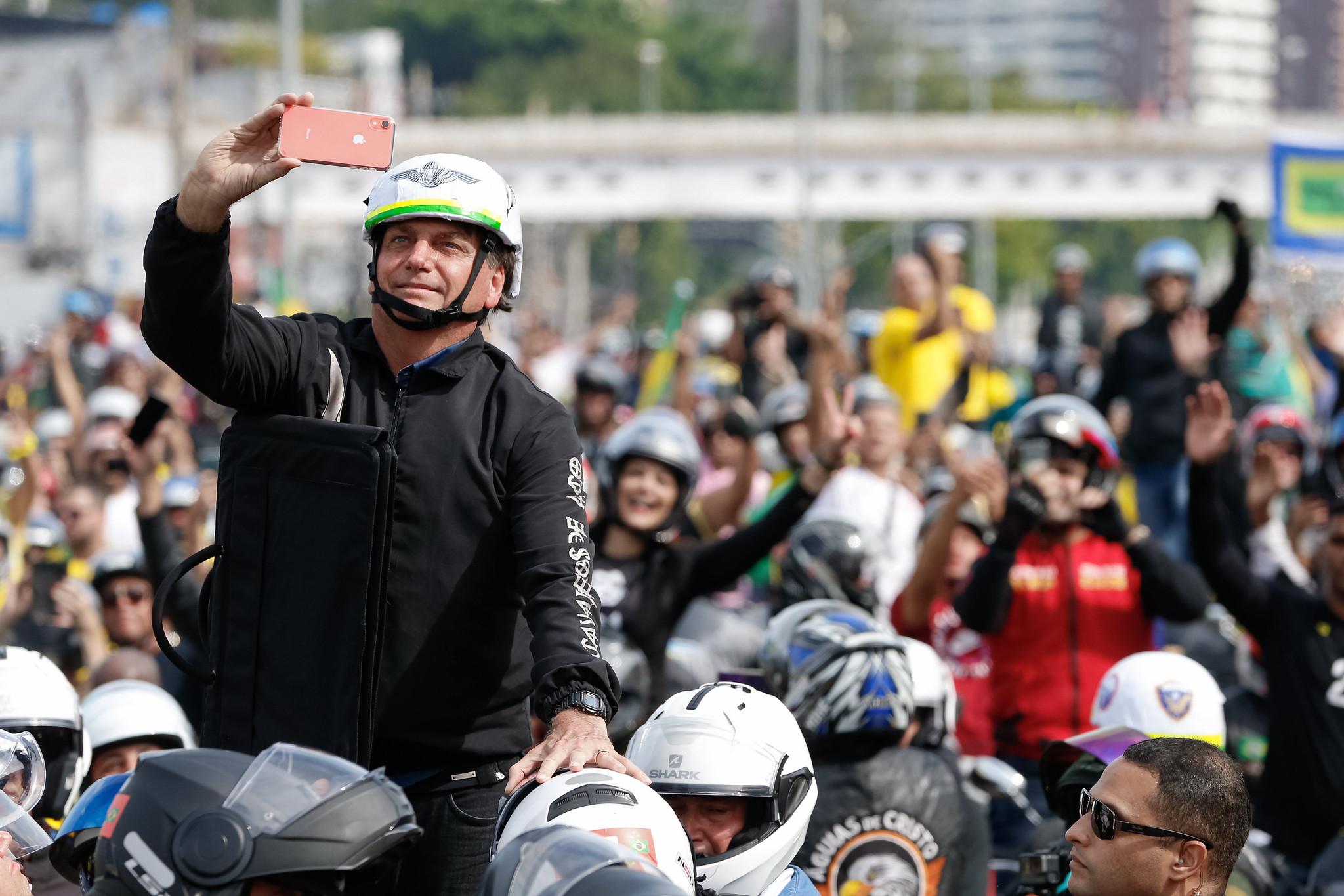 IMAGEM: Deputados requerem informações sobre passeio de Bolsonaro no Rio