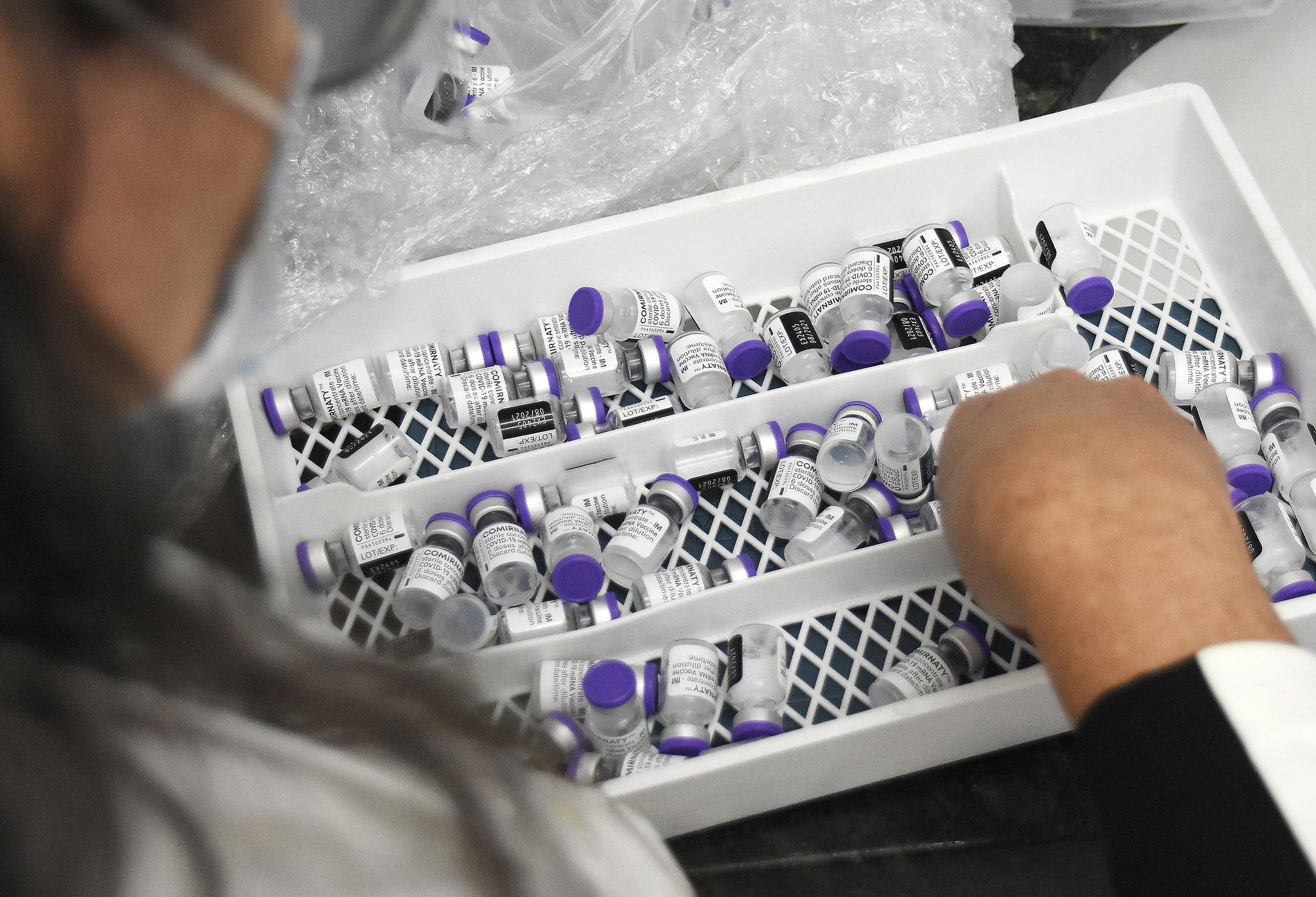IMAGEM: Ao G20, farmacêuticas prometem até 3,5 bilhões de doses aos países pobres