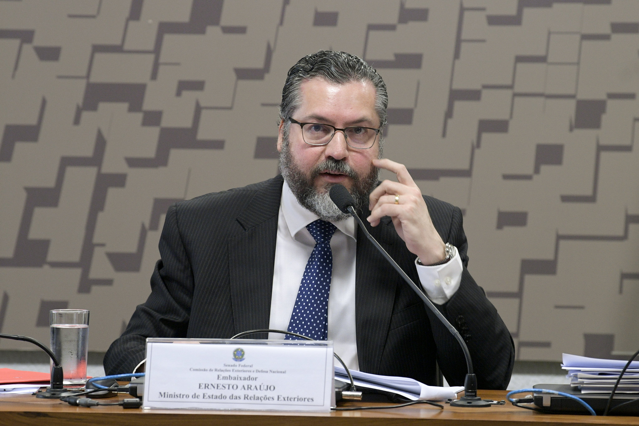 IMAGEM: Antigo bunker olavista muda de perfil após saída de Ernesto Araújo