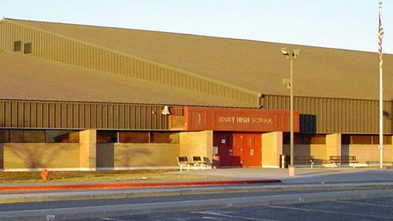 IMAGEM: Tiroteio em escola nos EUA deixa dois alunos e um funcionário feridos