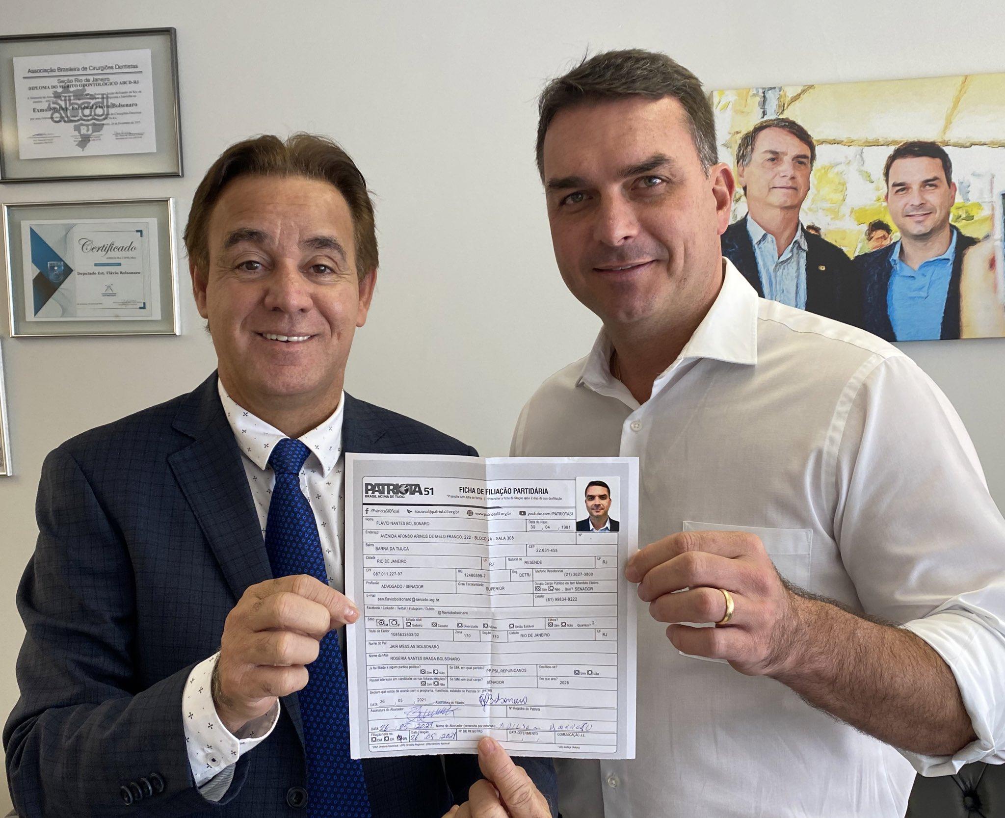 IMAGEM: 'Com muita honra comunico minha filiação ao Patriota', diz Flávio Bolsonaro