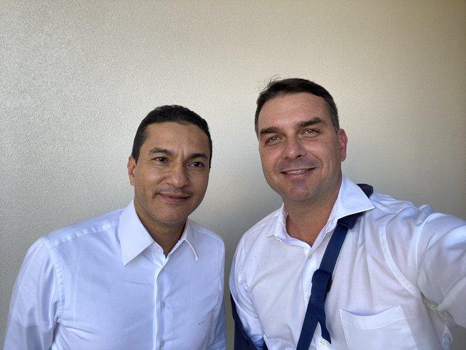 IMAGEM: Flávio Bolsonaro agradece ao Republicanos
