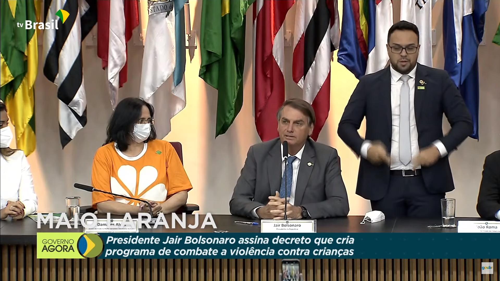 IMAGEM: Bolsonaro cita envolvimento de governos anteriores com pedofilia