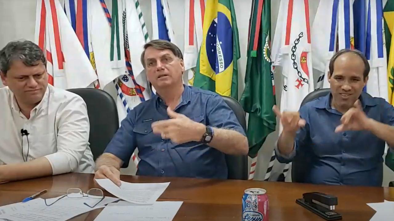 IMAGEM: Bolsonaro diz que governadores anularam imposto zero sobre combustível