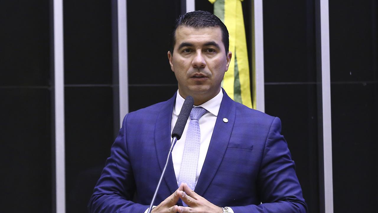 IMAGEM: 'Bolsonaro falou que ia mandar para a PF', diz Luis Miranda, sobre contrato com Covaxin