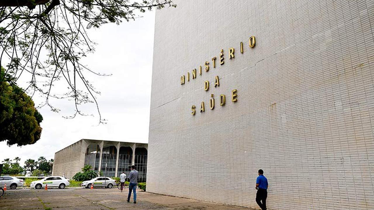 IMAGEM: Casos confirmados e suspeitos de Covid disparam no Ministério da Saúde